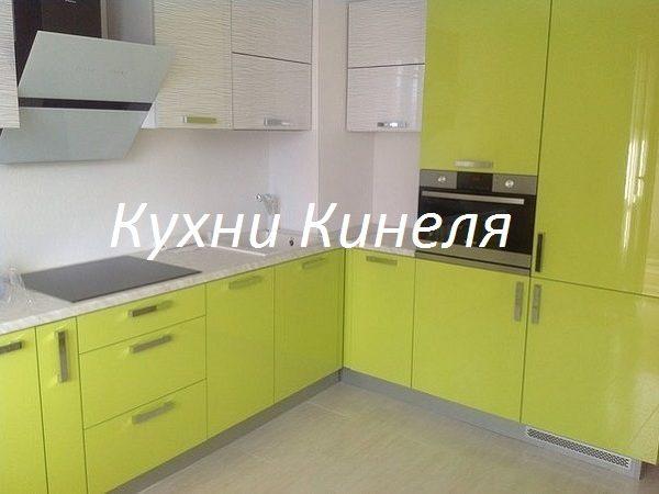 кухня на заказ со встроенным холодильником